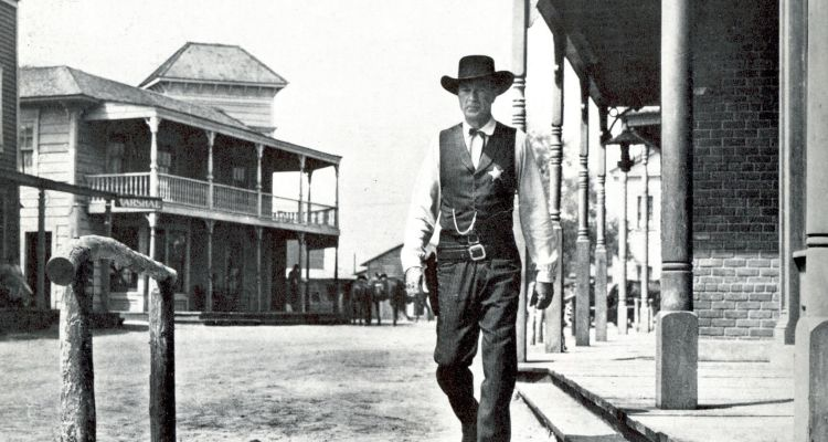 Gary Cooper in High Noon (1950). Courtesy of: Universal.